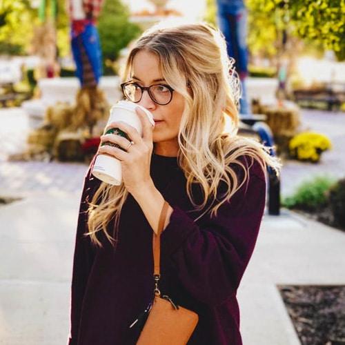 Une bloggeuse ayant une idée cadeau femme 1