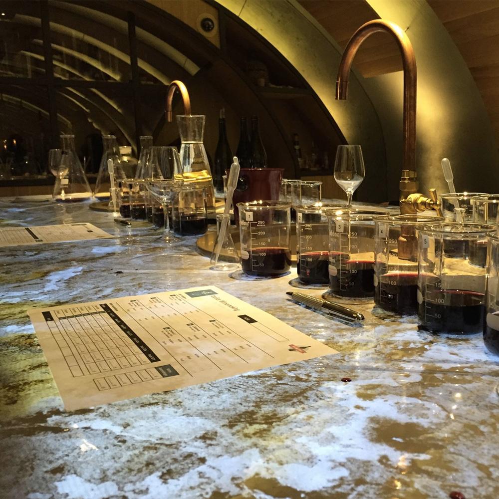 latelier dassemblage de son propre vin aux caves du louvre à paris