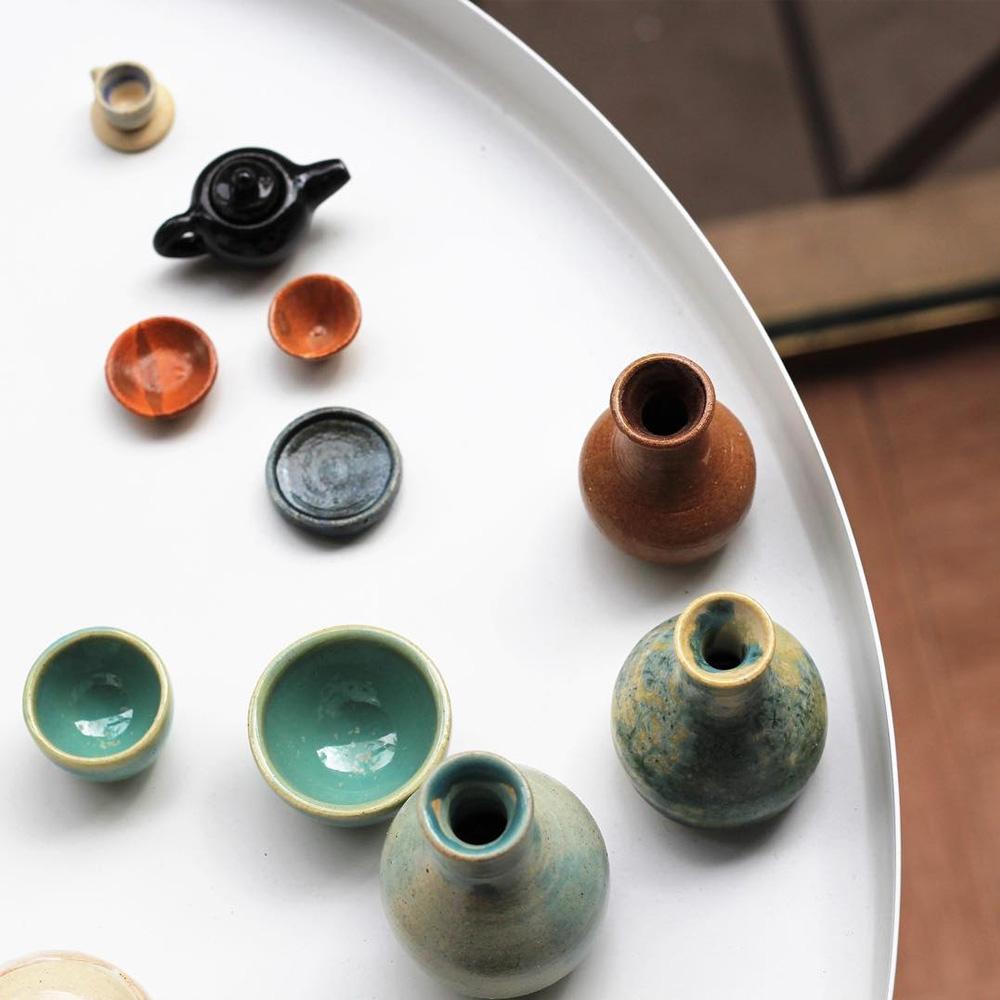 Des objets en miniature créés par un couple lors dun cadeau