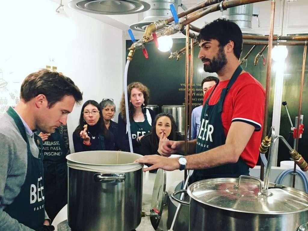 En pleine préparation de la bière à la beer fabrique
