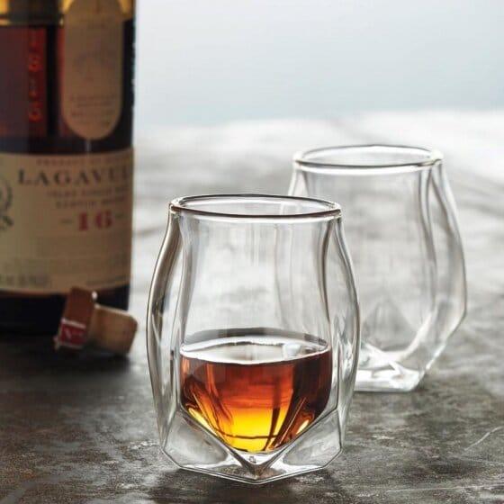 Deux magnifiques verres à Whisky pour la dégustation