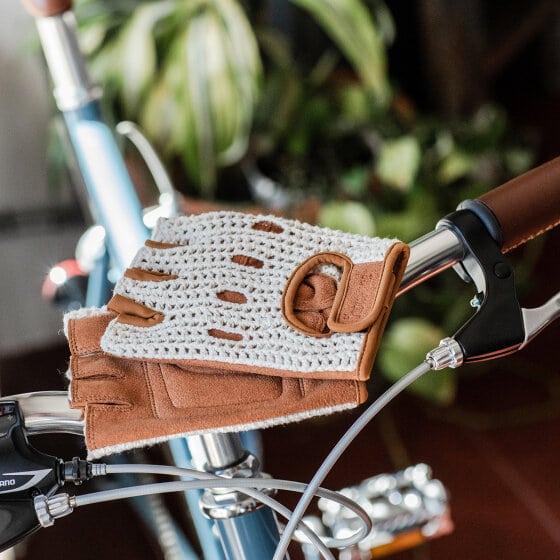 Gants de vélo en coton crocheté et daim vegan