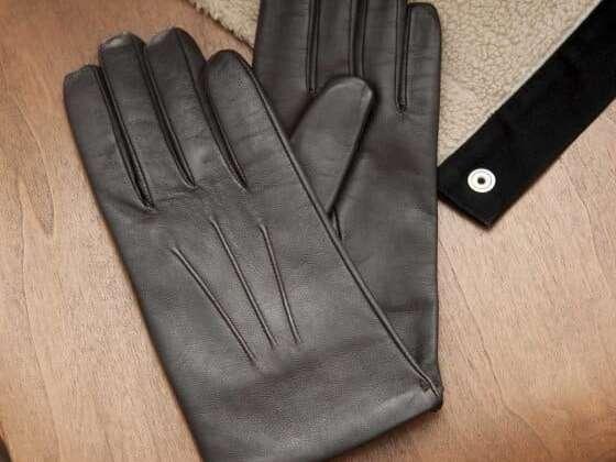 De très beaux gants en cuir doublés en cachemire