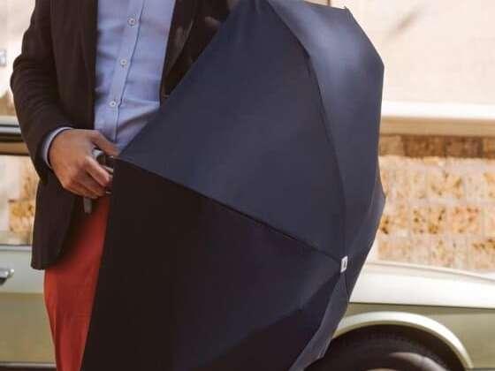Un mini-parapluie à peine plus grand qu'un téléphone