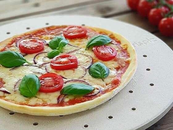 Retrouvez le croustillant d'une pizza cuite au four traditionnel