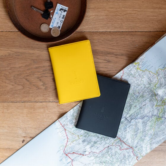 Un porte-passeport imperméable en 100% polyuréthane