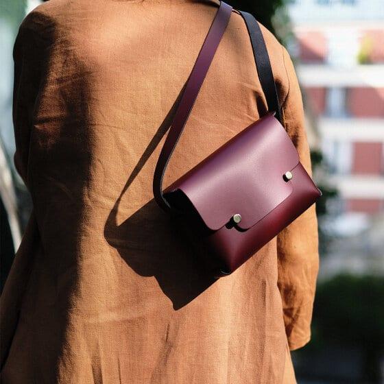 Un beau sac sans coutures en cuir au tannage végétal