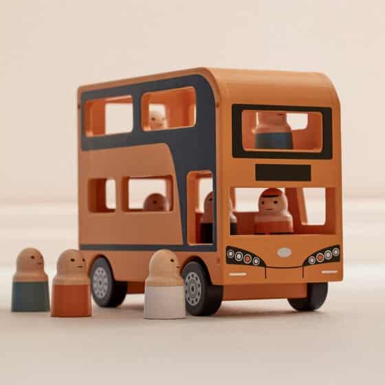 Un bus à double étage pour faire du tourisme dans la maison