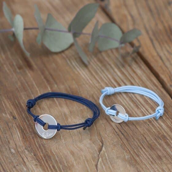 Créez de la complicité avec votre enfant en assortissant vos bracelets