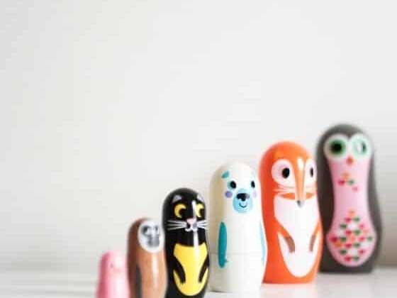 6 poupées originales dessinées par une artiste célèbre